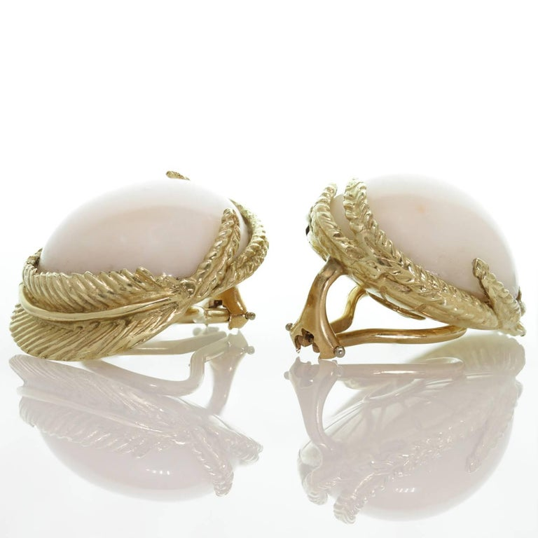 White Coral Textured Yellow Gold Clip-On Earrings In Excellent Condition For Sale In New York, NY