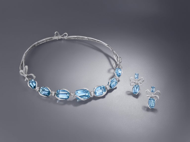 Contemporary Necklace crafted in 18K White Gold, White Diamonds and Brazilian Aquamarine  For Sale