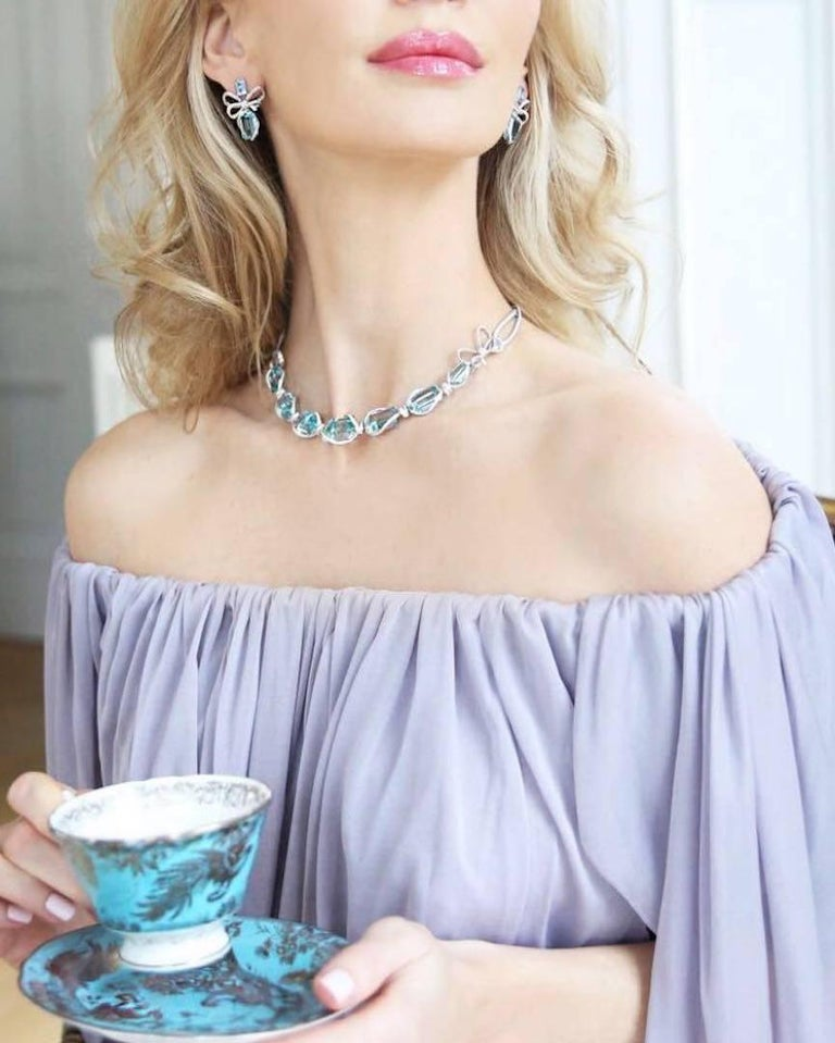 Necklace crafted in 18K White Gold, White Diamonds and Brazilian Aquamarine  In New Condition For Sale In Mayfair, London, GB
