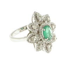 White Diamond and Emerald Star-Shaped Cocktail Ring