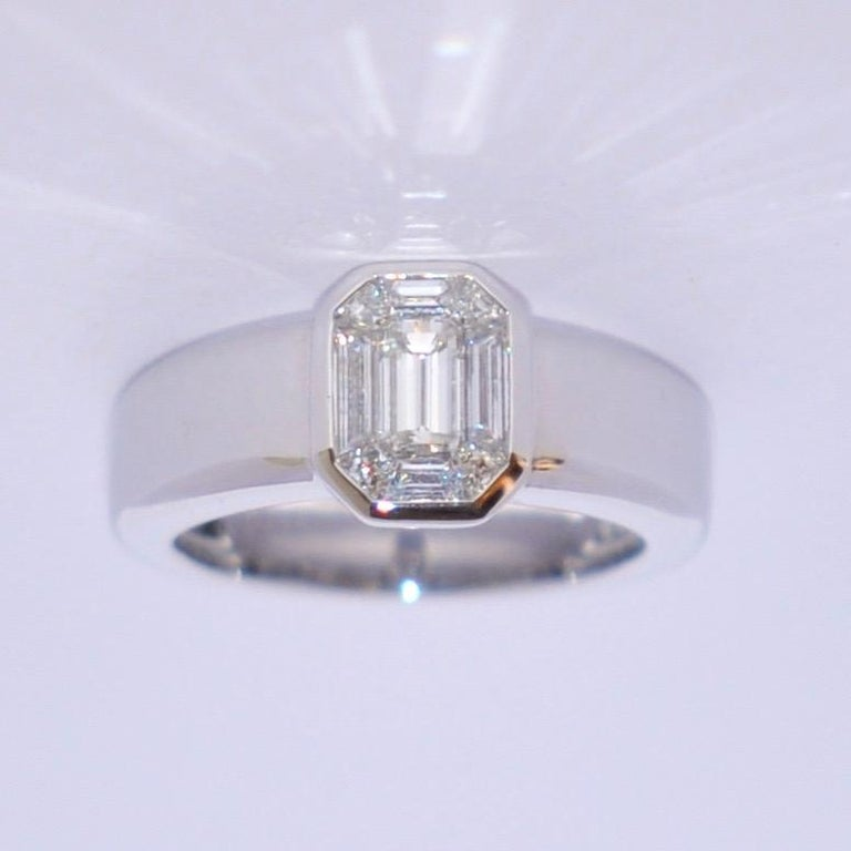 Discover this White Diamond and White Gold 18 Karat Solitaire Ring. White Diamond White Gold 18 Karat French Size 55 1/4 US Size 7