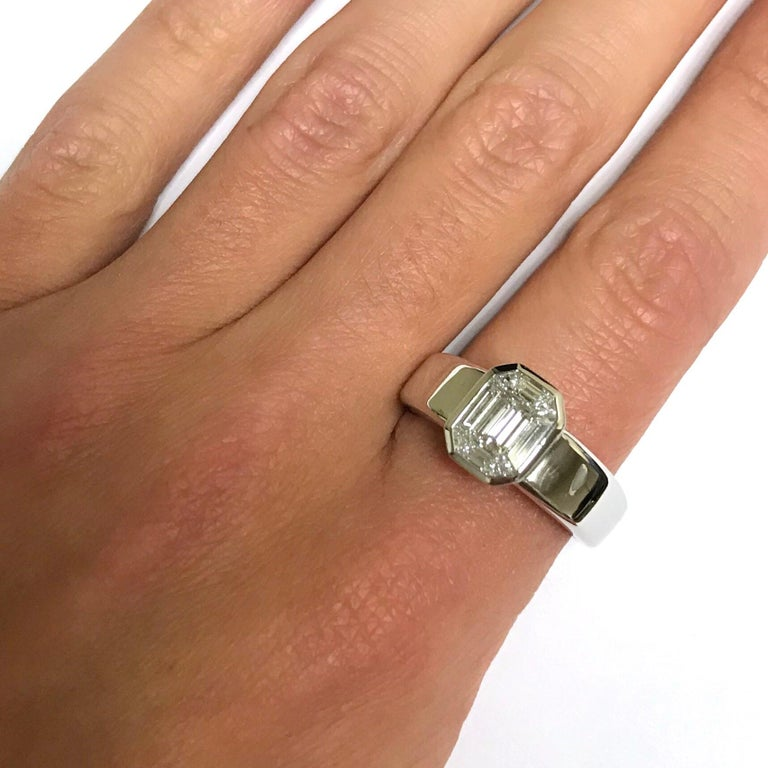 Women's White Diamond and White Gold 18 Karat Solitaire Ring For Sale