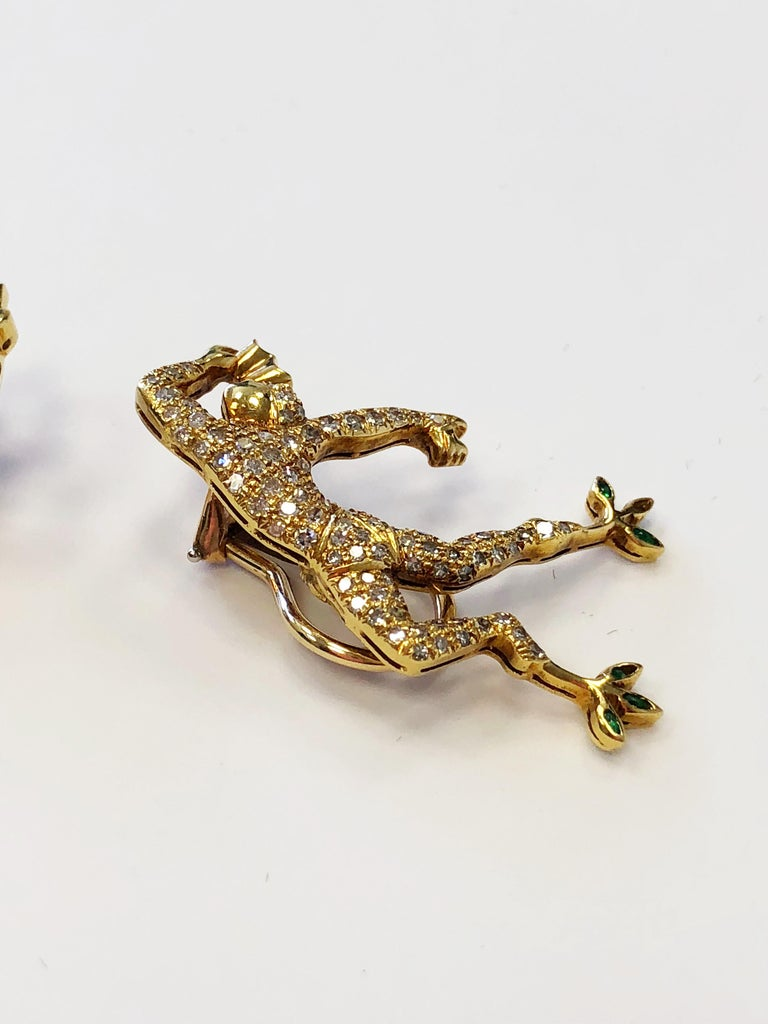 White Diamond Earrings and Brooch Set of Man Dancing in 18 Karat Yellow Gold In New Condition For Sale In Los Angeles, CA