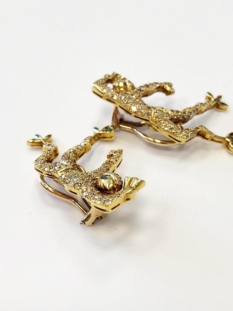 Women's or Men's White Diamond Earrings and Brooch Set of Man Dancing in 18 Karat Yellow Gold For Sale
