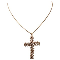 White Diamond Round Pendant Cross in 18 Karat Rose Gold
