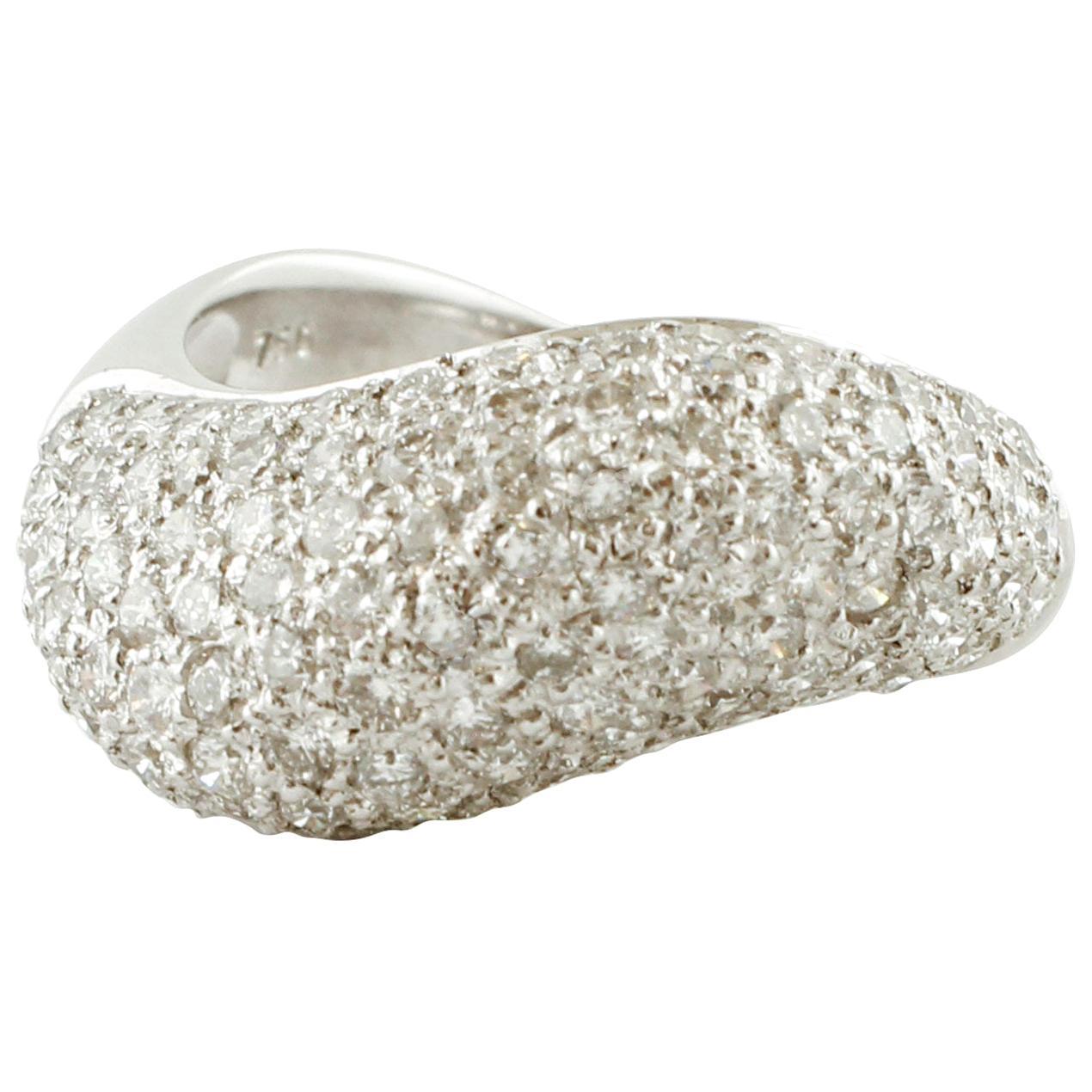 White Diamonds, 18 Karat White Gold Fashion Ring