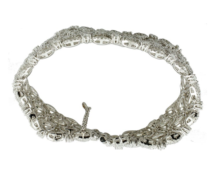 White Diamonds Flower Theme White Gold Carpet Bracelet In Excellent Condition For Sale In Marcianise, Caserta