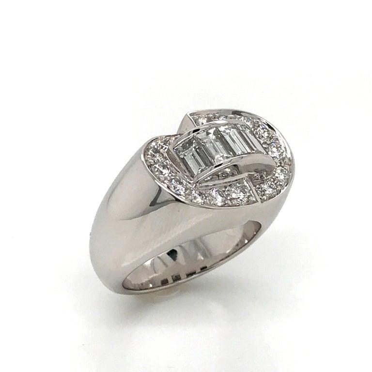 White Diamonds Round et Baguettes Cut on White Gold 18 Karat Ring For Sale 6