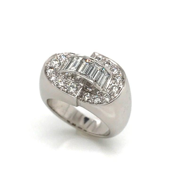 White Diamonds Round et Baguettes Cut on White Gold 18 Karat Ring For Sale 7
