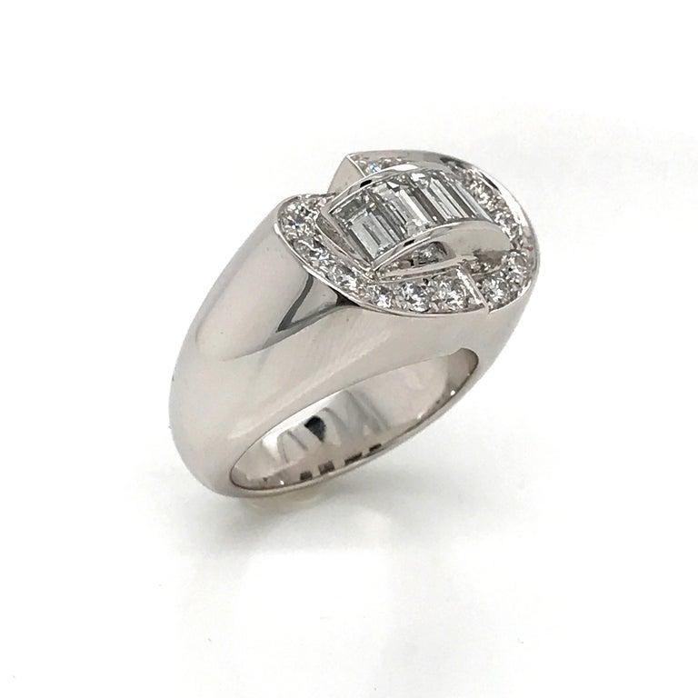 White Diamonds Round et Baguettes Cut on White Gold 18 Karat Ring For Sale 8