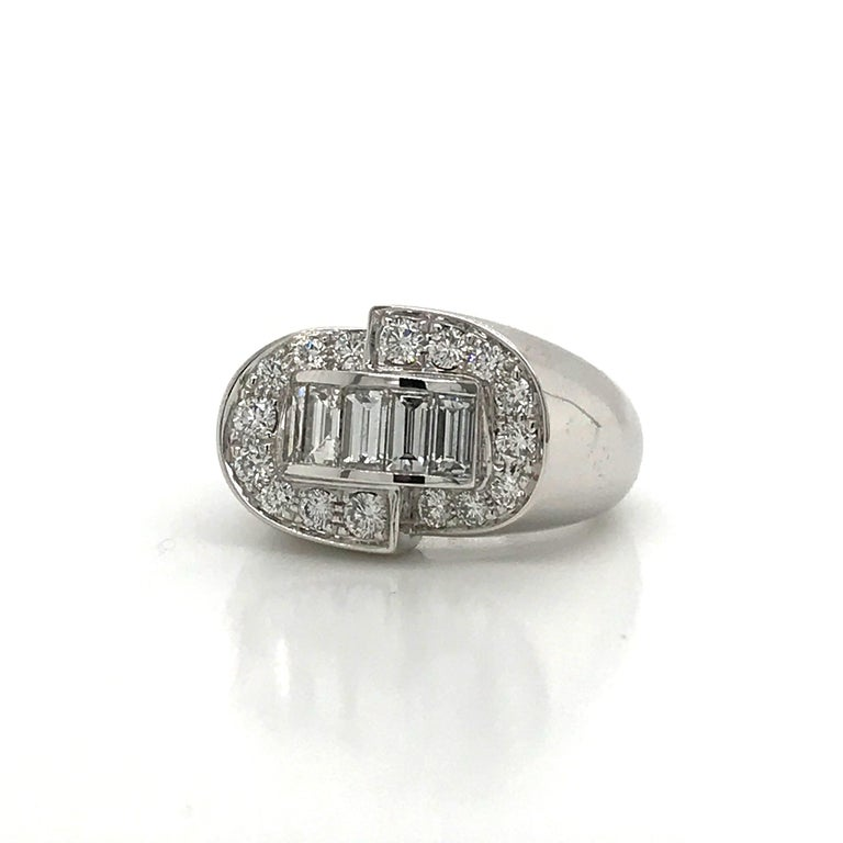 White Diamonds Round et Baguettes Cut on White Gold 18 Karat Ring In New Condition For Sale In Vannes, FR