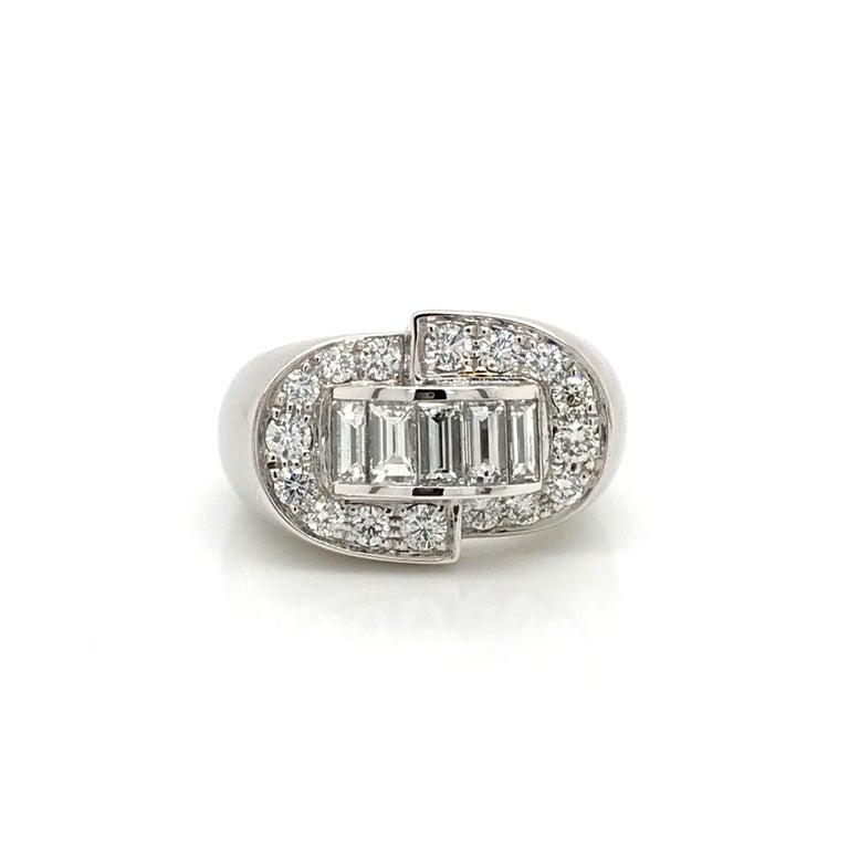 White Diamonds Round et Baguettes Cut on White Gold 18 Karat Ring For Sale 1