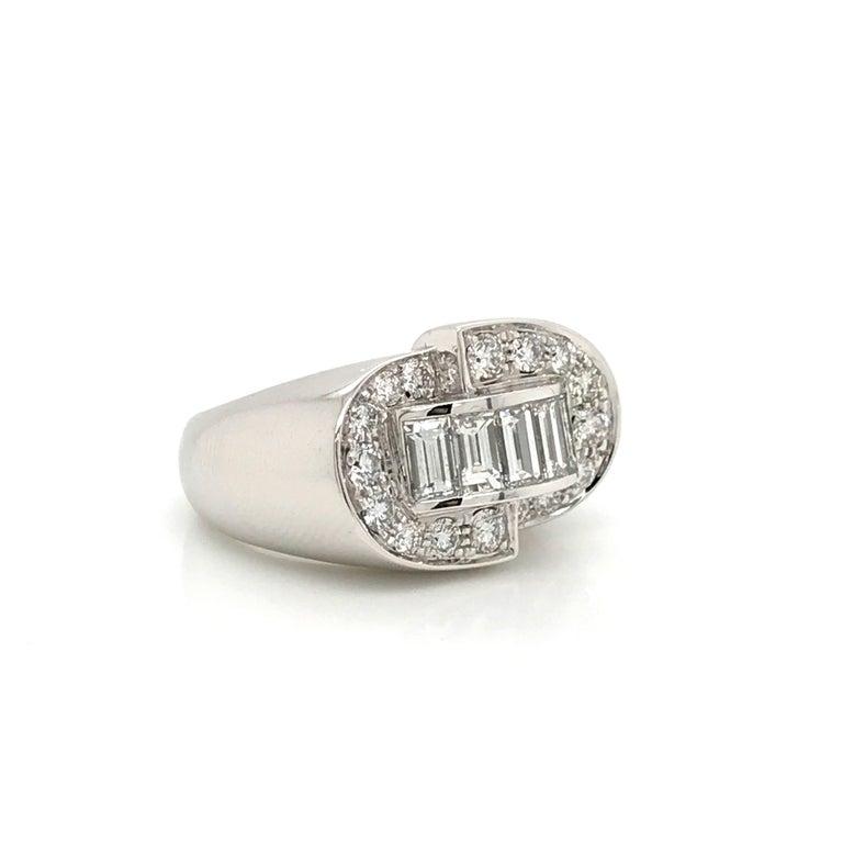 White Diamonds Round et Baguettes Cut on White Gold 18 Karat Ring For Sale 2