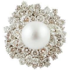 8,90 carat white Diamonds South Sea White Pearl, White Gold Cluster/Fashion Ring