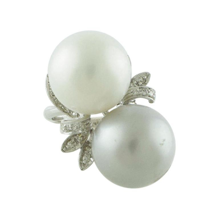White Diamonds White Pearl Grey Pearl White Gold Contrariè Ring