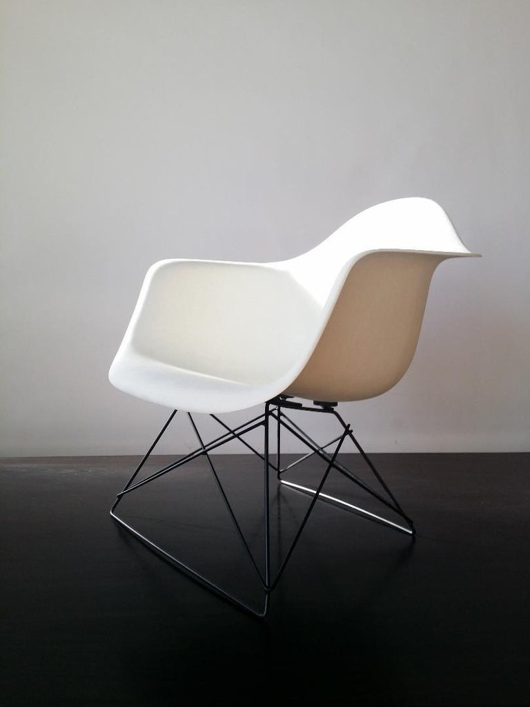 American White Eames LAR Cats Cradle Chair For Sale