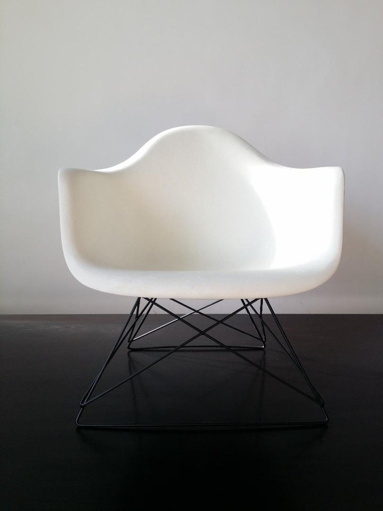 20th Century White Eames LAR Cats Cradle Chair For Sale