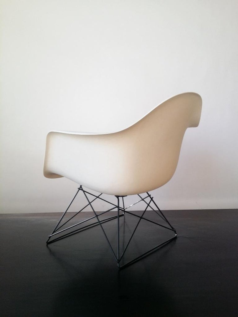 Metal White Eames LAR Cats Cradle Chair For Sale