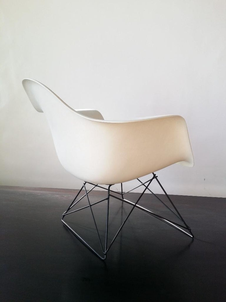 White Eames LAR Cats Cradle Chair For Sale 1