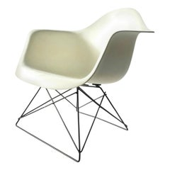 White Eames LAR Wiegen-Stuhl