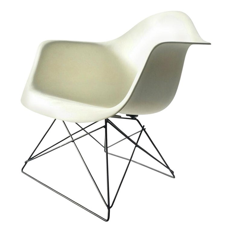 White Eames LAR Cats Cradle Chair For Sale