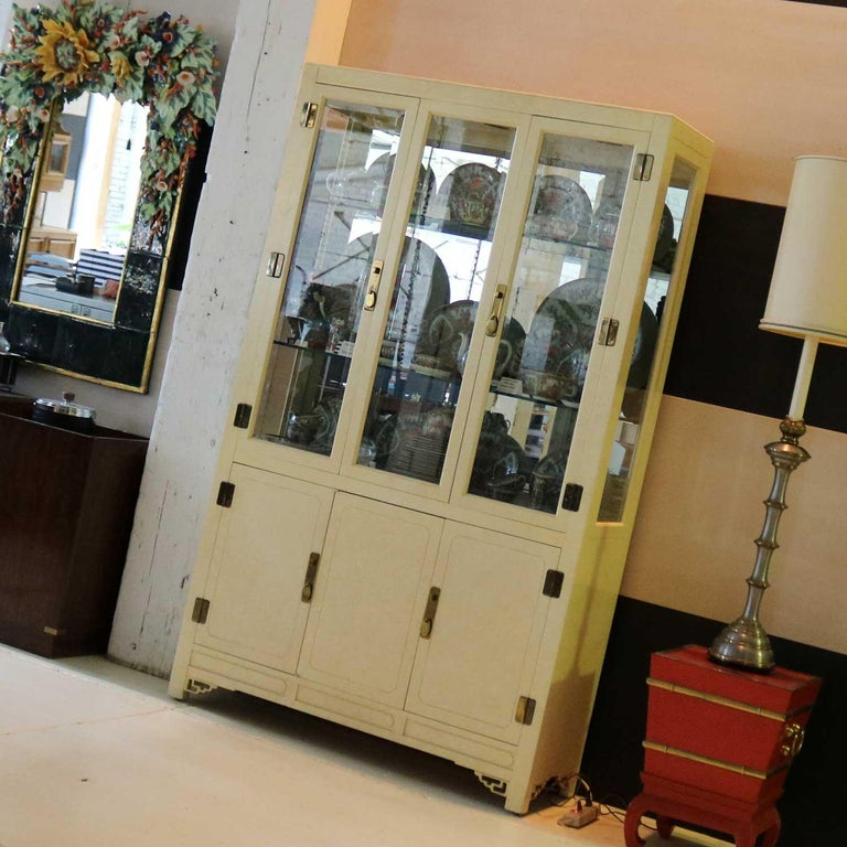 White Fine Furniture Asian Ming Chinoiserie Style off White Lacquer Display Chin For Sale 2