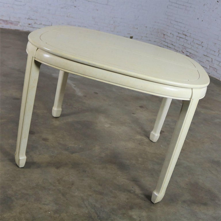 Late 20th Century White Fine Furniture Asian Ming Chinoiserie Style off White Lacquer Oval Dining For Sale