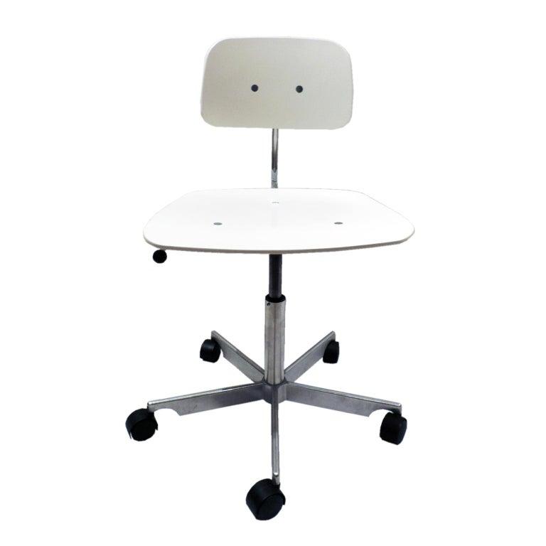 White Fritz Hansen Kevi 2533 Swivel Office Chair For Sale