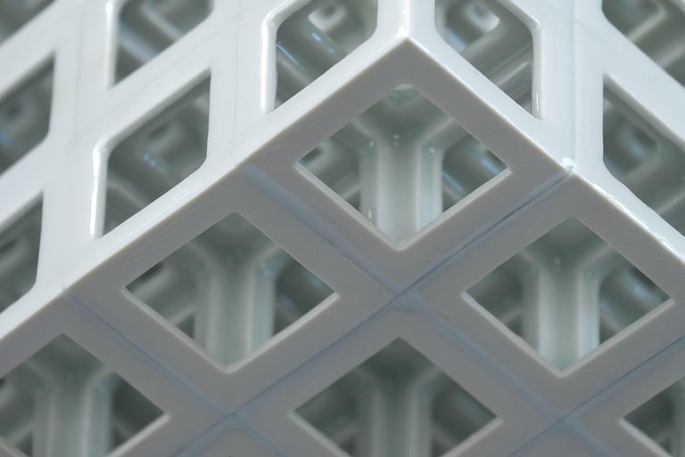 White Geometrical Minimal Porcelain Sculpture In New Condition For Sale In Milan, IT