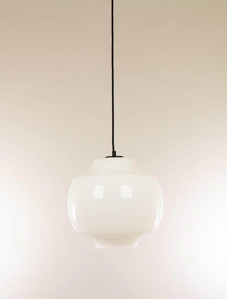Mid-Century Modern White Glass Pendant by Alessandro Pianon for Vistosi, 1960s