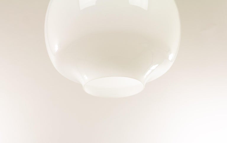 White Glass Pendant by Alessandro Pianon for Vistosi, 1960s In Excellent Condition In Rotterdam, NL