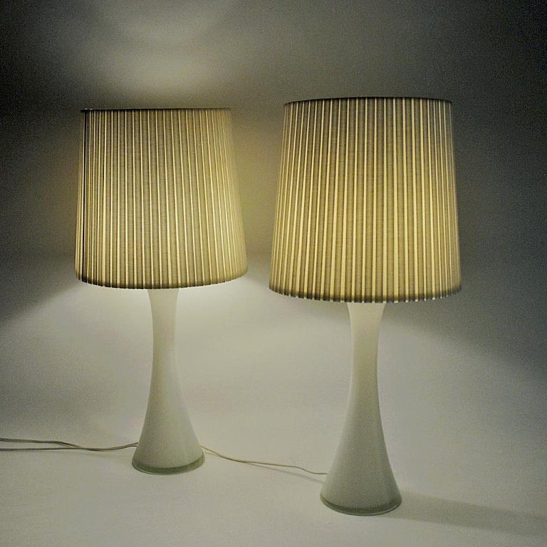 White Glass Table Lamp Pair by Berndt Nordstedt for Bergboms, Sweden, 1960s In Good Condition For Sale In Stockholm, SE