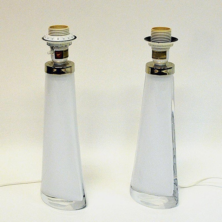 White Glass Tablelamp Pair RD1566 by Carl Fagerlund for Orrefors, Sweden 1960s In Good Condition For Sale In Stockholm, SE