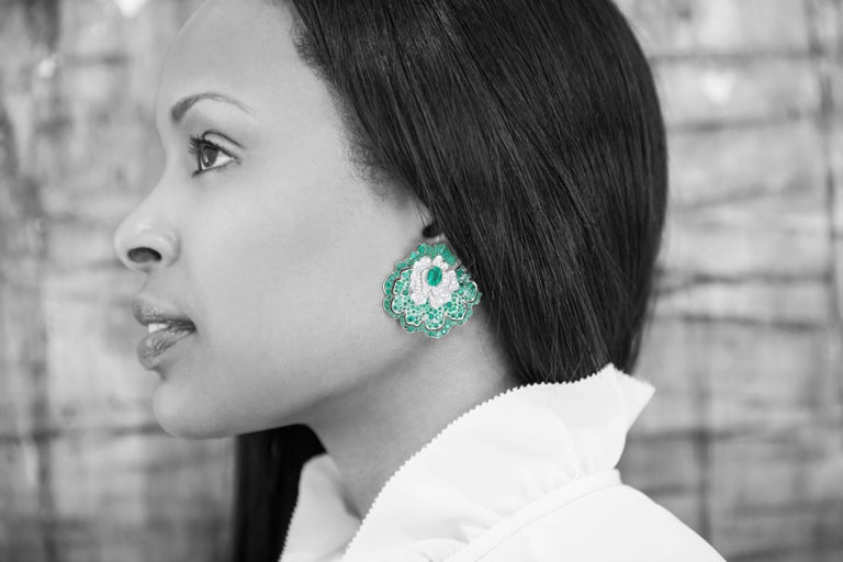 Earrings crafted in 18K White Gold, White Diamonds and Emeralds For Sale 1