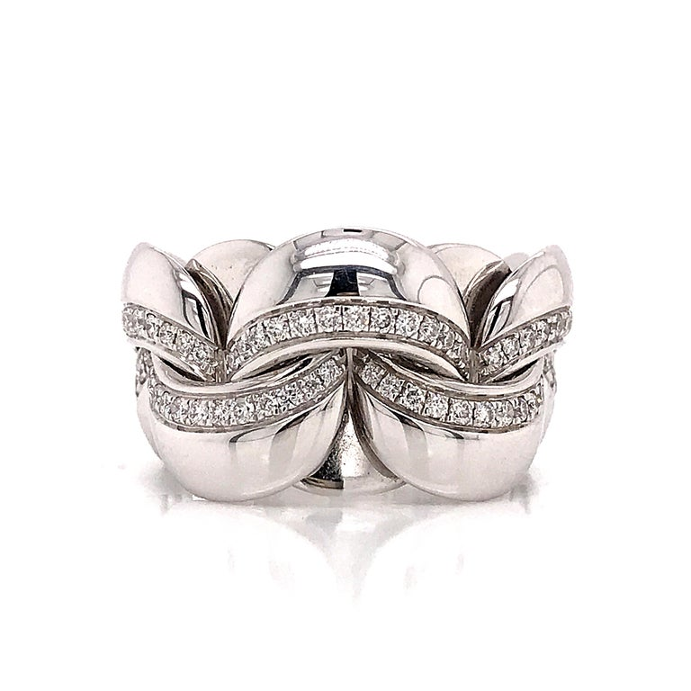 Contemporary White Gold 18 Karat Link with Diamonds Round Shape Flexible Ring For Sale