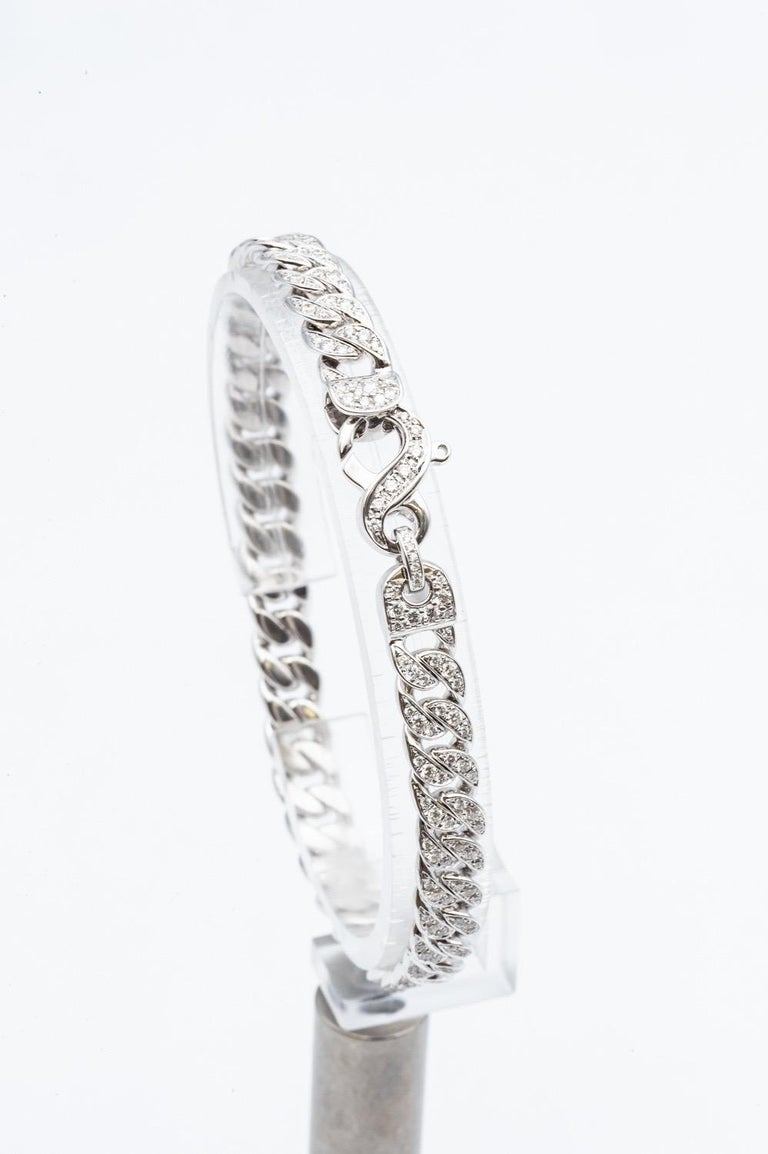 White Gold 18 Karat Gourmet Decorated With 249 Diamonds Of 1,78 carats Color F/Gvs .The flexibility and elegance of this strong 18K gold bracelet will seduce you with its pleasant comfort. the clasp is decorated with diamond. each link is paved with