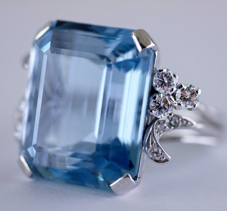 White Gold 21.73 Carat Aquamarine and Diamond Ring, circa 1940 In Excellent Condition For Sale In London, GB