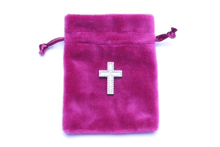 White Gold and Diamond Cross / Crucifix Pendant, 77 Diamonds in Total 1.5 Carat For Sale 2