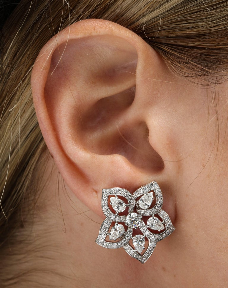 Women's or Men's White Gold and Diamond Floral Earrings For Sale