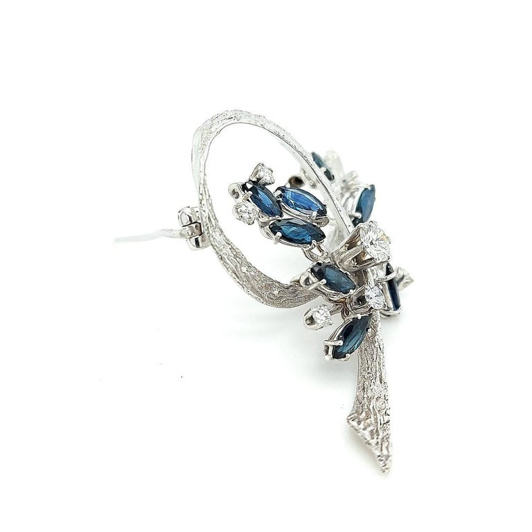 White Gold Bouquet Brooch with Diamonds and Sapphires In Excellent Condition For Sale In Antwerp, BE
