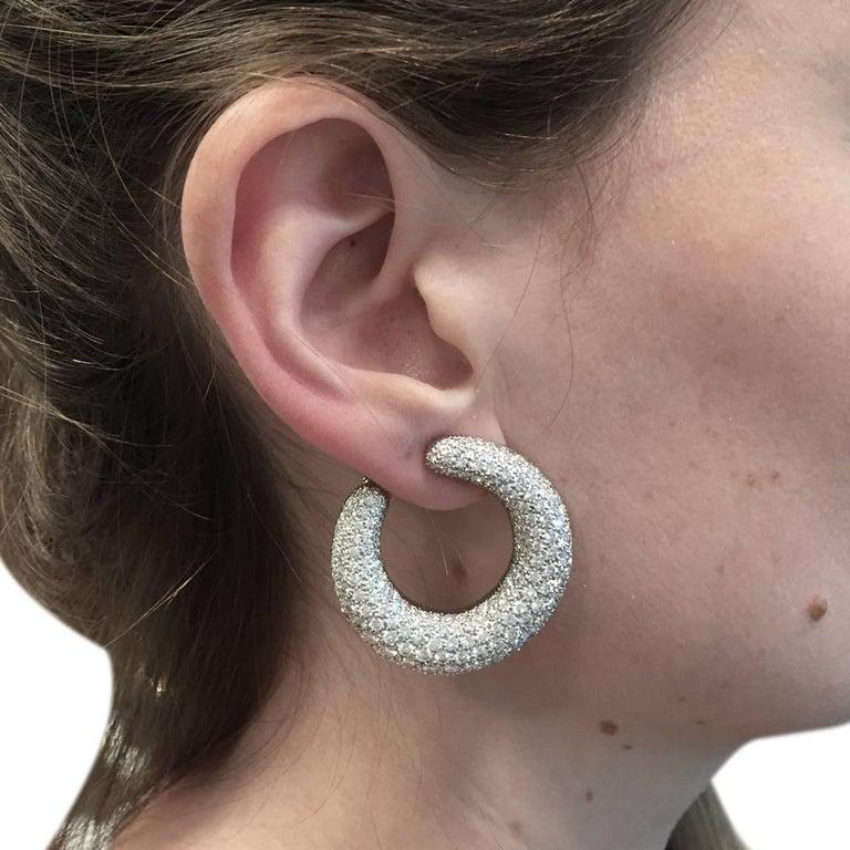 Cartier Hoop Earrings Set with a Brilliant-Cut Diamonds Pavé In Excellent Condition For Sale In Paris, IDF