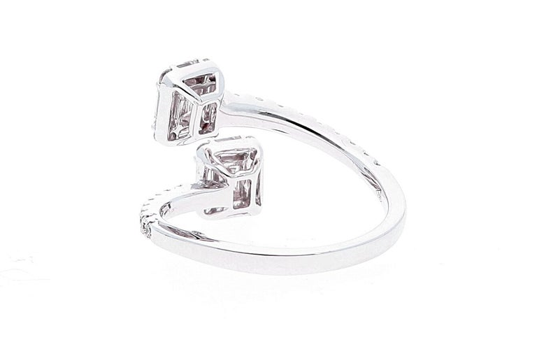 White Gold Contrarie Ring with Baguette Cut Diamonds In New Condition For Sale In Rome, IT