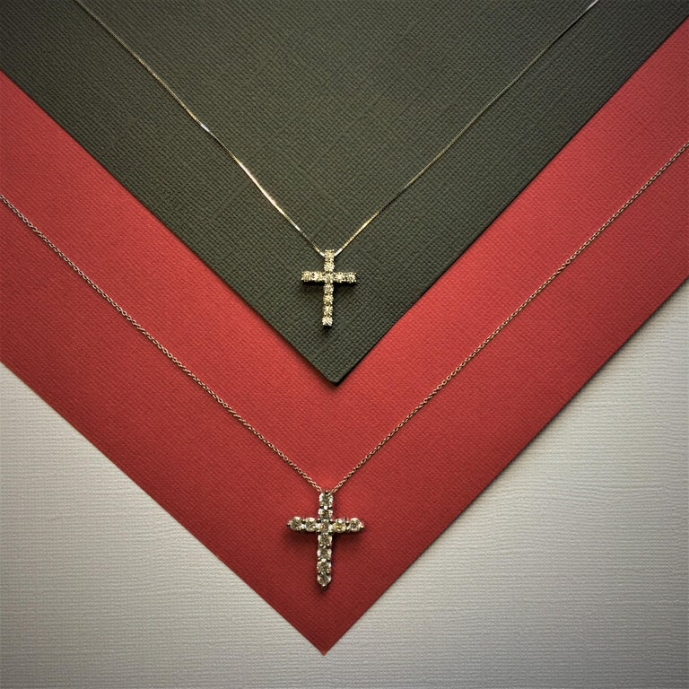 White Gold Diamond Cross Pendant In New Condition For Sale In New York, NY