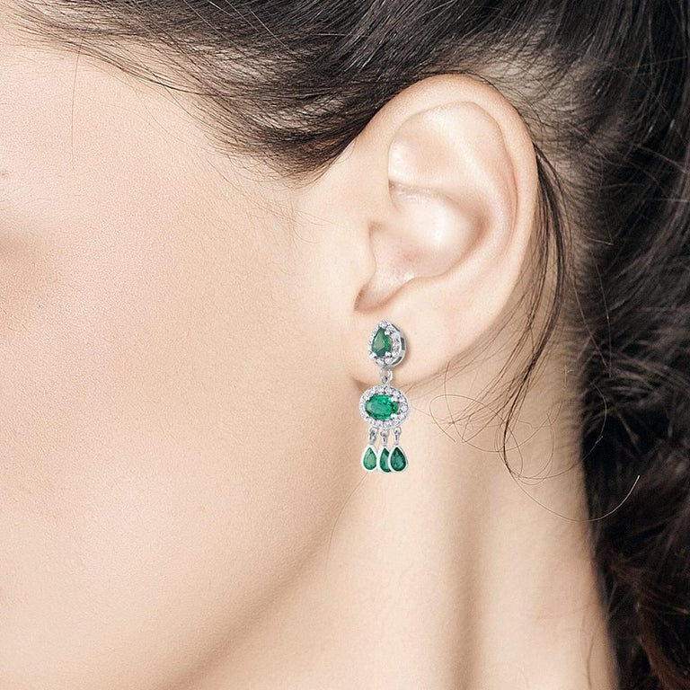 Diamond and Emerald Drop Dangle Eighteen Karat White Gold Earrings  In New Condition For Sale In New York, NY