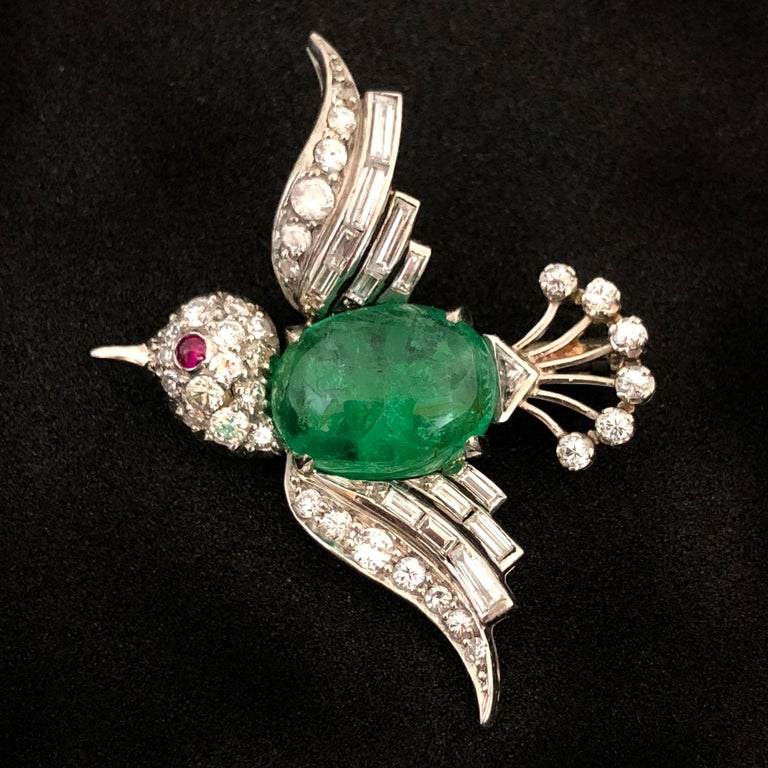 White Gold Emerald Diamond and Ruby Bird Brooch, 1940s In Excellent Condition For Sale In Idar-Oberstein, DE