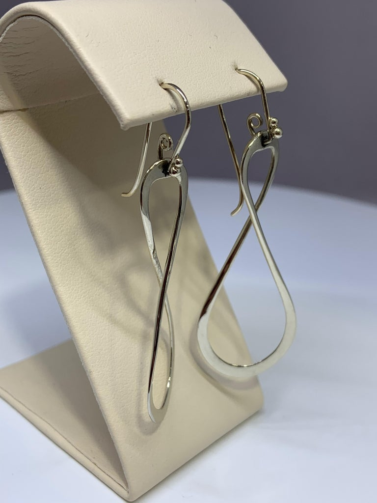 White Gold Figure 8 Infinity Drop Earring In Excellent Condition For Sale In Gainesville , FL