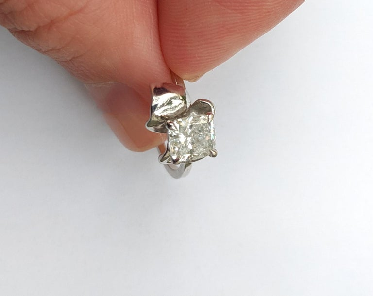 Cushion Cut White Gold Flower Contemporary Ring with 1.01 Carat Cushion Crashed Ice Diamond For Sale