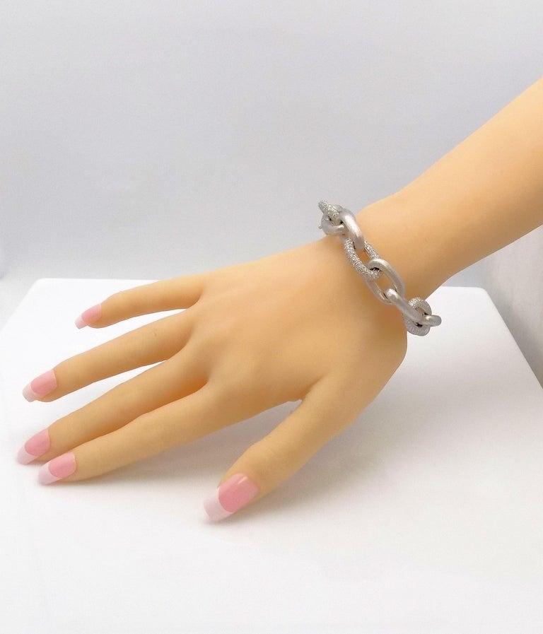 Round Cut White Gold Oval Link Diamond Pave Bracelet For Sale