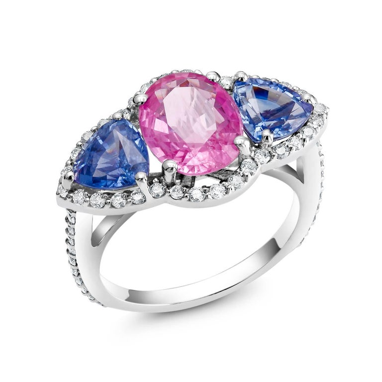 Contemporary White Gold Pink and Blue Sapphire Diamond Cocktail Ring Weighing 6.05 Carat For Sale