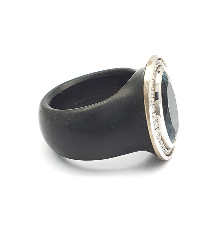 Puck Eigenmann is not afraid to use new material combinations like with this ring. For Puck the beauty and sustainability of material is key to her choice in them. This is an 18 carat white gold-polyacetal black ring occupied with an oval sharpened